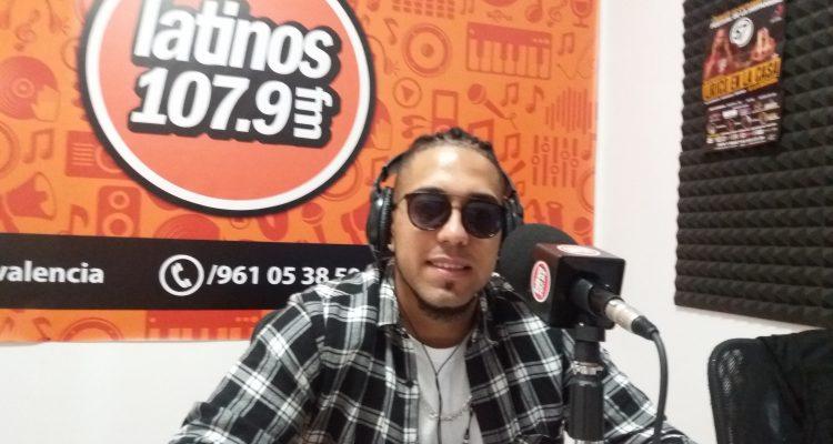 Black, en los estudios de Latinos FM.