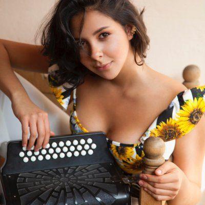Diana Burco, nominada al Grammy Vallenato.